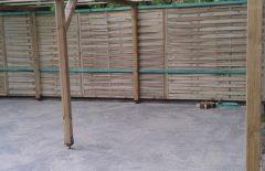 Der fertige Müllplatz, gepflastert und überdacht